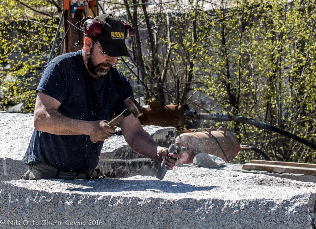 Denne steinhoggeren kommer til steinhoggerfestivalen.
